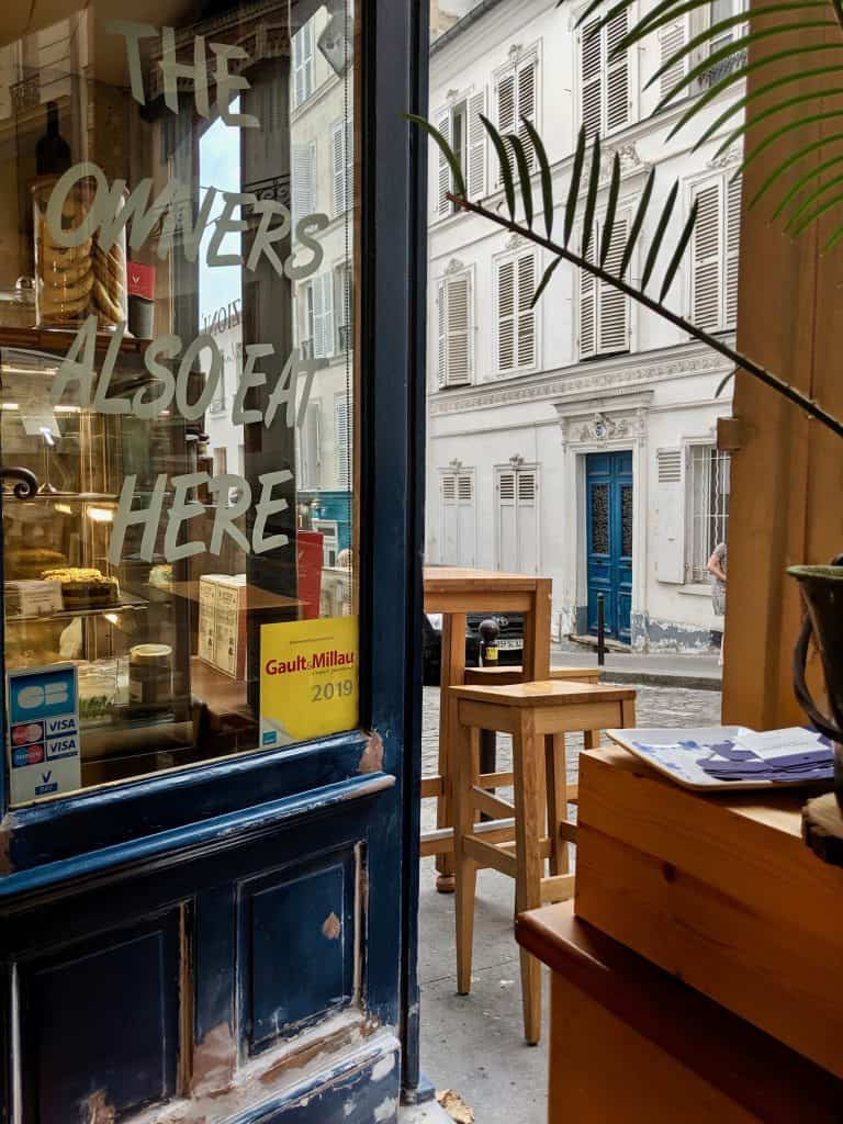 The entrance of Tentazioni rue Tholozé, Paris.
