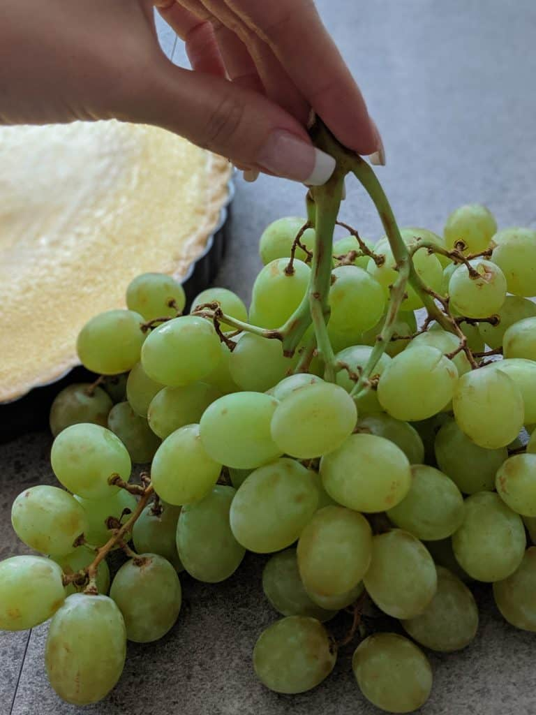 Medium-sized, seedless, green grapes should be used.